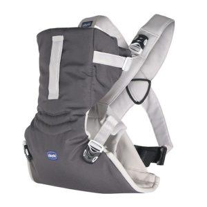 mochila de pecho para un bebé